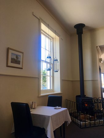 Yorketown, Australia: Winter's cosy warm dining room at the Yorke Hotel