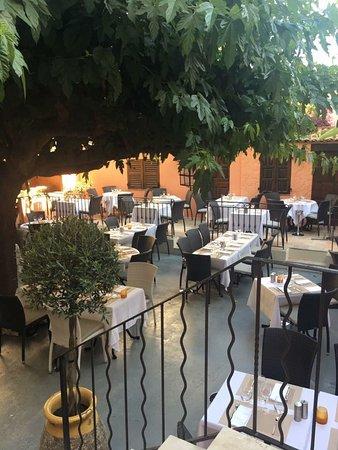 restaurant le jardin dans antibes avec cuisine fran aise. Black Bedroom Furniture Sets. Home Design Ideas
