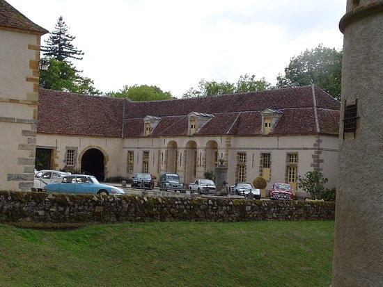 Bazoches, Francja: Partie privative où se trouve un pédiluve pour chevaux.