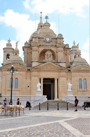 Nadur, Malta: façade of the church
