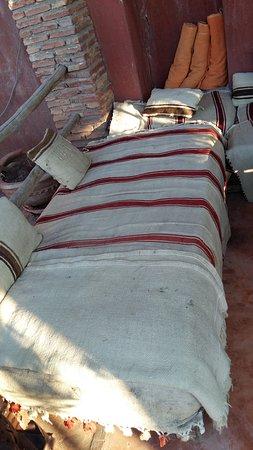 Riad les Inseparables: terrasse : qualité et hygiène des tissus des fauteuils