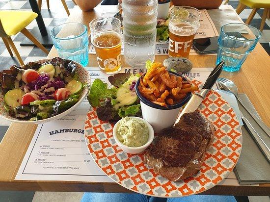 Ile-de-Batz, France: Déjeuner sympa et copieux