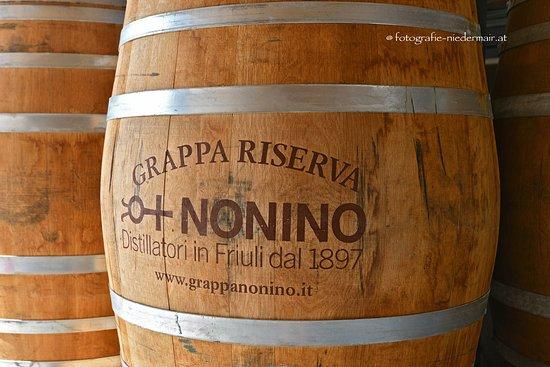Percoto, Италия: Eichenfass für den Grappa