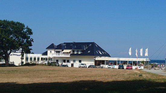 Hohwacht, Germany: Das Hotel von der Landseite her gesehen