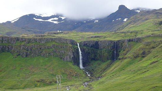 Grundarfjorour, Iceland: Grundarfoss desde la carretera
