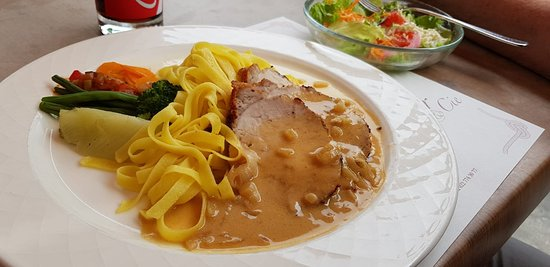 Versoix, Swiss: tagliatelle with fillet of pork in mustard sauce