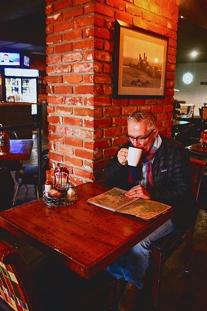 Peace Arch City Cafe: Great place to cozy up for coffee and free Wi-Fi