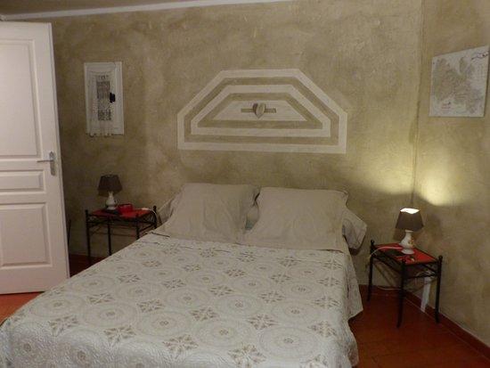 Mollans sur Ouveze, Frankreich: très belles finitions, chambre et salle de bains cocooning