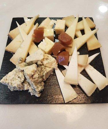 Mairena de Aljarafe, España: Algo para empezar abriendo estomago.