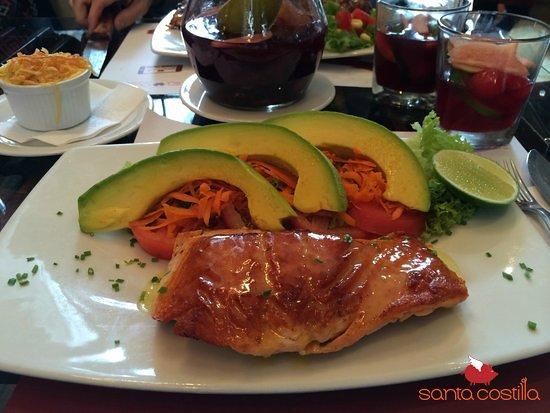 Si lo tuyo no es la carne, en Santa Costilla podrás disfrutar también del salmón a la plancha.