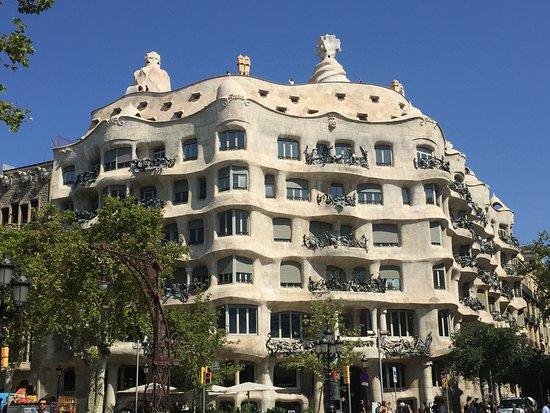 Runner Bean Tours Barcelona: La Pedrera