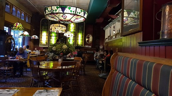 The Old Spaghetti Factory Abends Im Restaurant