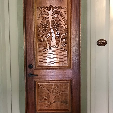The Inlet Sports Lodge: Beautiful room door, spanish moss and live oaks by the pool and sunrise from the rooftop