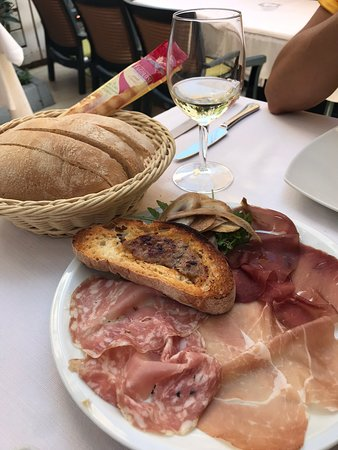 Vecchio Falconiere: Lovely light starter and suitable to share