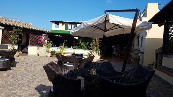 Hotel Fiore di Maggio: The courtyard