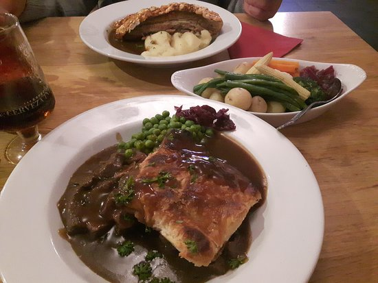 Axmouth, UK: steak and kidney pie