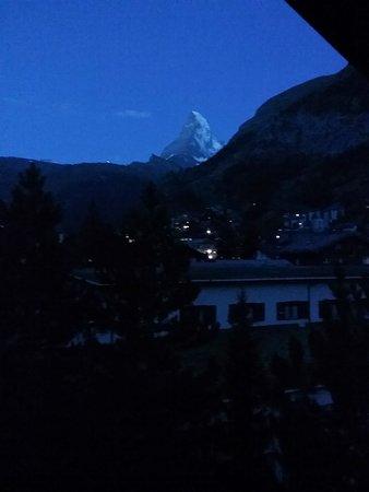 Hotel Alpenhof: 6:30 a.m. view from breakfast nook