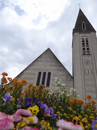 Aunay-sur-Odon, France : eglise d'aunay
