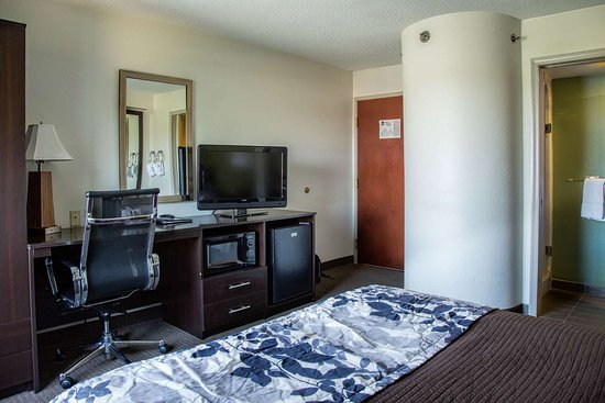 Dumfries, VA: Guest room with added amenities