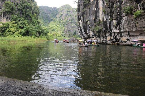 Ninh Binh, Vietnam: tam coc vespa tour