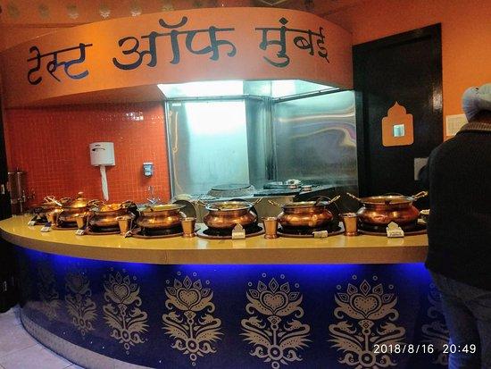 Gauteng, Sudáfrica: Buffet spread. Taste Of mumbai.