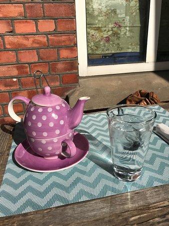 Askim, Norway: Te i solveggen mens vi venter på maten