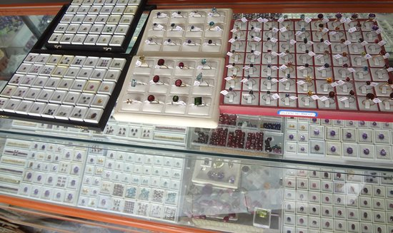Battambang, Cambodia: Custom made jewelry to match your taste