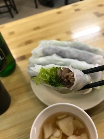 Phở Cuốn Hương Mai: モチモチの生地に牛肉・パクチー