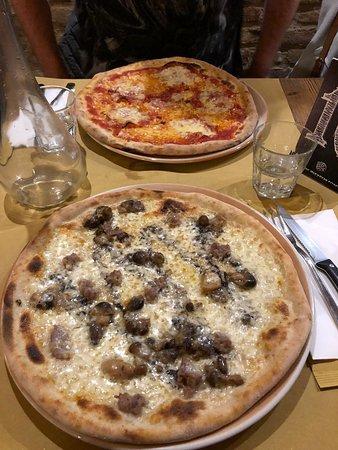 Montottone, إيطاليا: Pizza