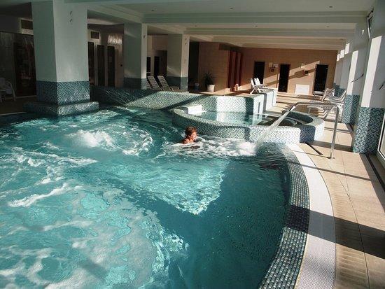 Balatonszarszo, Hongaria: nagyon jó a víz, sok élmény elem található a medencében