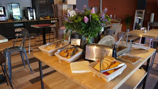 Serres-Castet, فرنسا: Petit Déjeuner