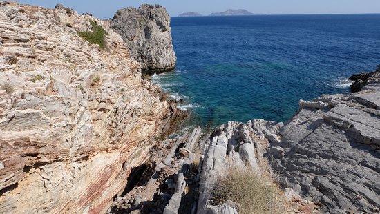 Agios Pavlos, اليونان: скалы прилегающей местности