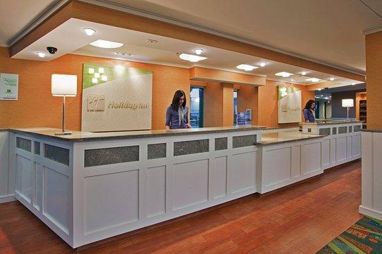 Holiday Inn & Suites North Beach : Lobby