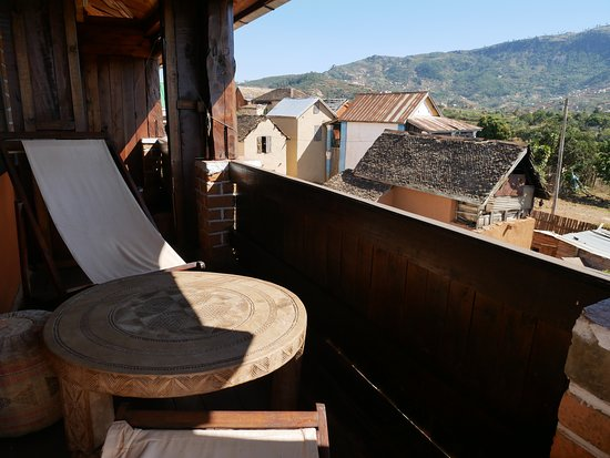 Ambositra, Madagaskar: le balcon, la vue sur le quartier et les montagnes.