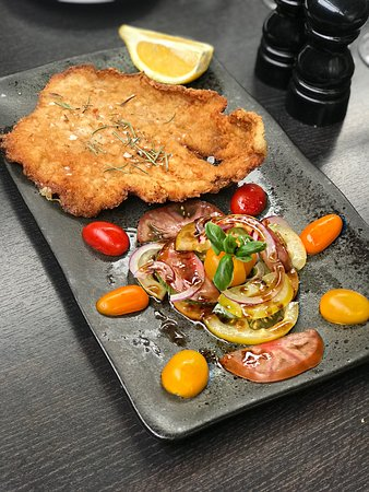 Purley, UK: Veal Scaloppina Milanese served with Heritage tomatoes, red onion and basil salad