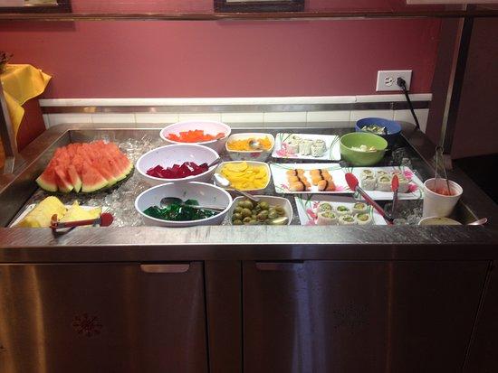 Spaniard's Bay, Canadá: Nice sushi bar & various fruits