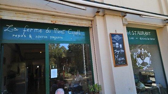 Saint-Laurent-de-Cerdans, Γαλλία: Si vous manquez ce restaurant, alors mordez vous les doigts car le lieu atypique et sincère vous