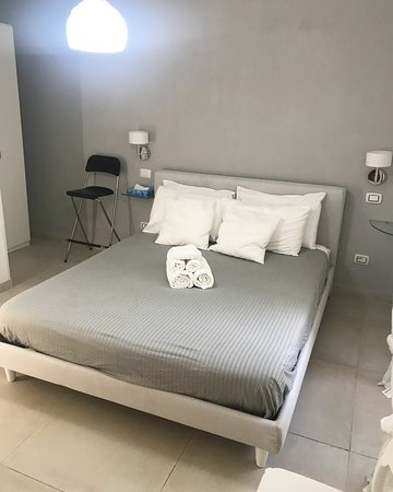 Poltrone Design Camera Da Letto.Camera Da Letto Con Poltrona Picture Of Terrazza Aragon Naples
