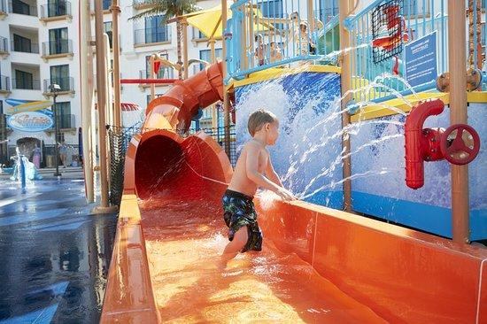 Courtyard Anaheim Theme Park Entrance: Recreation
