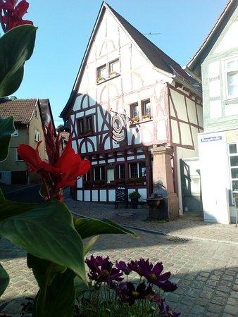 Eppstein, ألمانيا: Nach langer Renovierungsphase ist der Pflasterschisser nun unter neuer Leitung wieder eröffnet