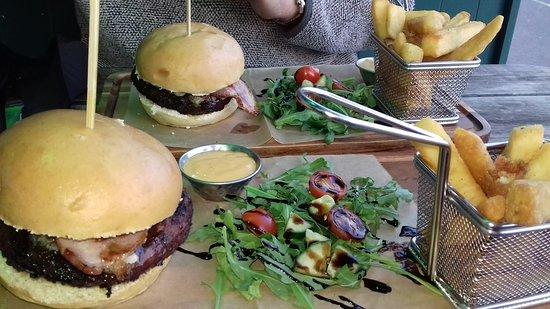 The Last Inn: Stinky Pig burger