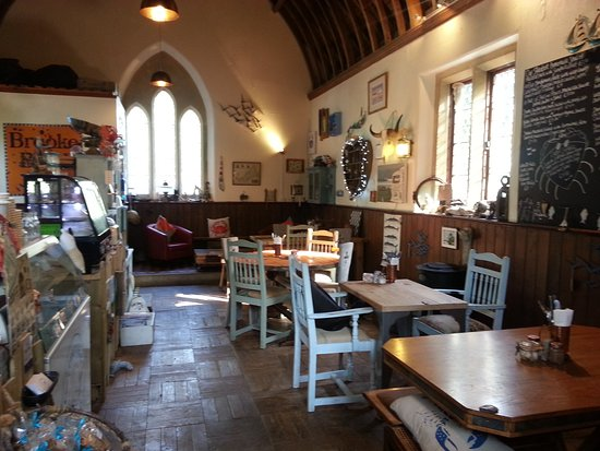 Helford, UK: Inside is very cosy with lots of interesting stuff to look at.