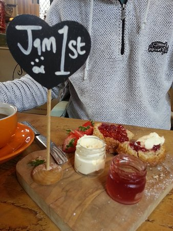 Helford, UK: Jam first, then cream!