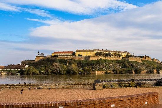 Novi Sad, صربيا: getlstd_property_photo
