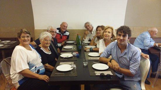 """Palo del Colle, Италия: Ecco la famiglia riunita nel giorno del compleanno della """"Mamma - Nonna"""""""