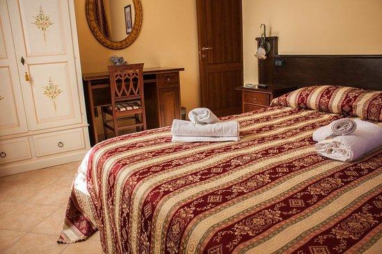 Fagnano Castello, إيطاليا: camera matrimoniale con bagno esterno