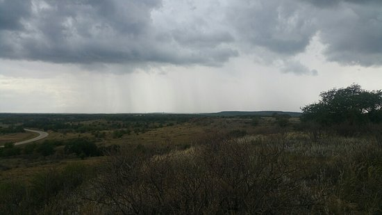 Albany, تكساس: Another view of the look out point over looking the highway & TX landscape.