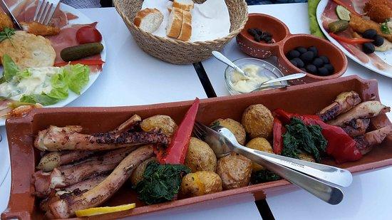 Babenhausen, Germany: Oktopus portugiesische Art mit Kartoffel
