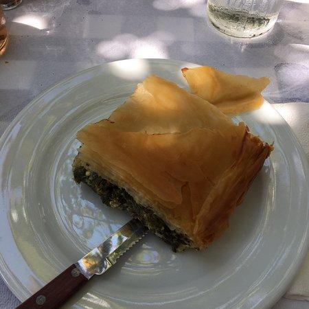 Brouklis Taverna: Sfoglia ripiena di spinaci e feta 😋