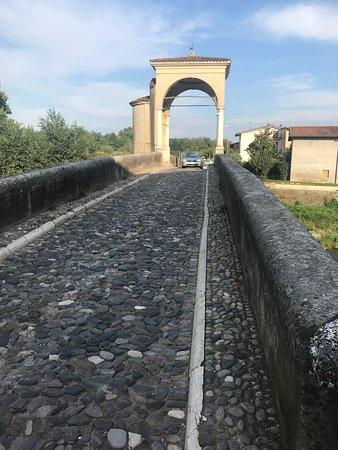 Bedizzole, Italien: acciotolato